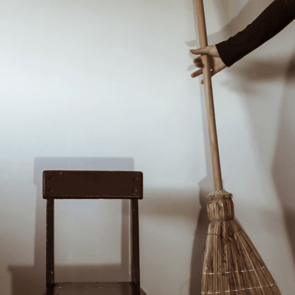 Photo of a broom ; housecleaning is a great way to make $1000 fast