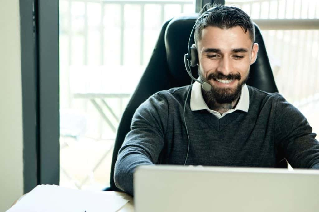 Photo of a customer service agent